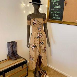 Dresses & Skirts - Off Shoulder Dress • Size S